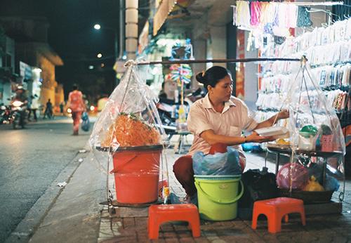 Gỏi tôm trứng – món ăn đường phố hấp dẫn ở Cần Thơ